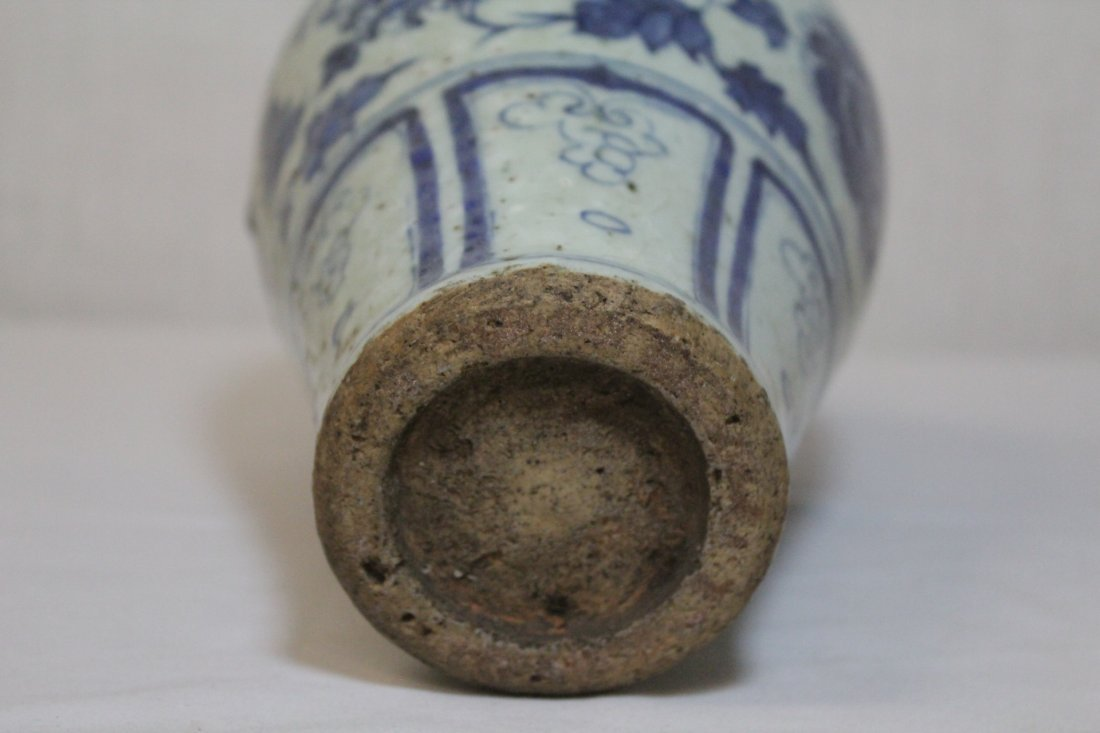 Chinese blue and white meiping - 9