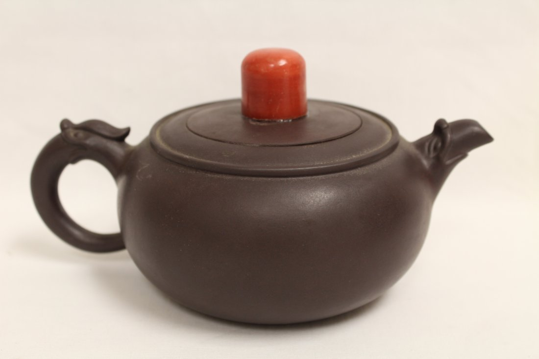 2 Chinese Yixing teapot and a Yixing tea caddy - 2