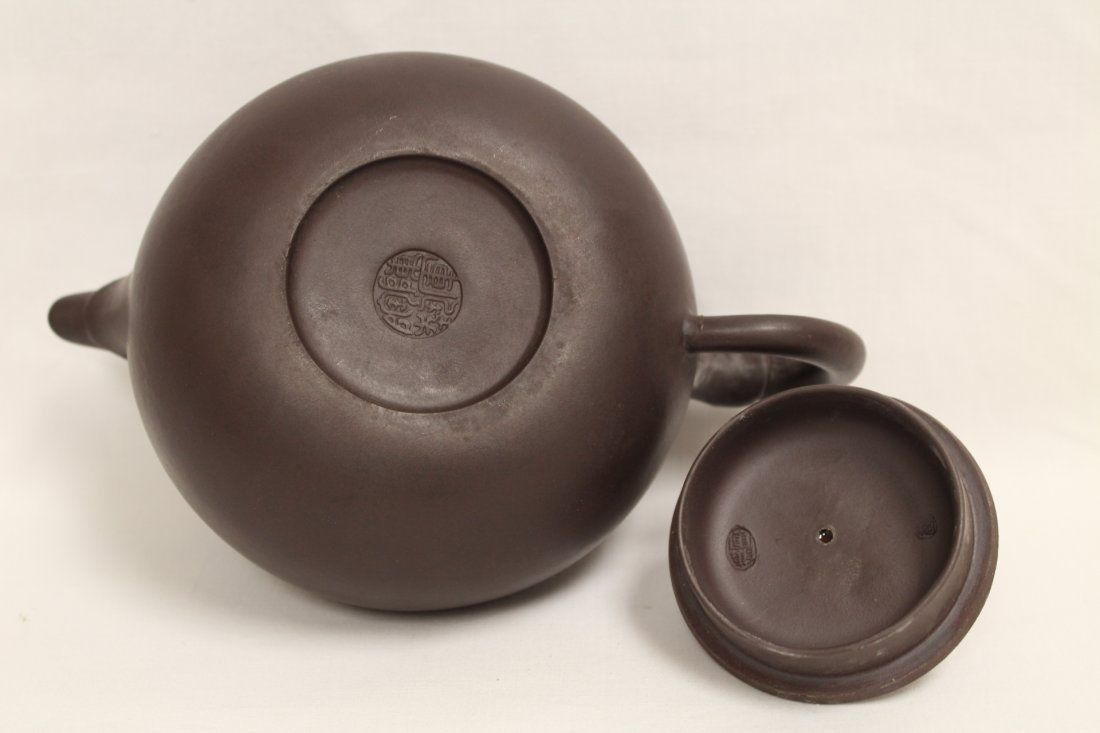 2 Chinese Yixing teapot and a Yixing tea caddy - 4