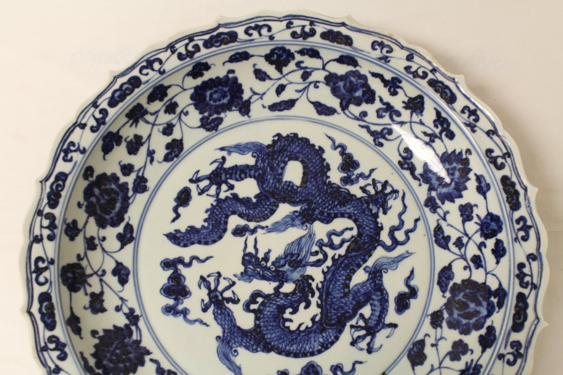A large Chinese blue and white porcelain charger - 3