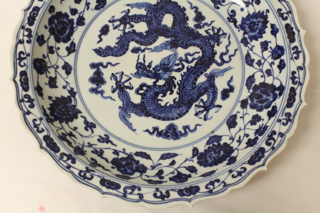 A large Chinese blue and white porcelain charger - 4
