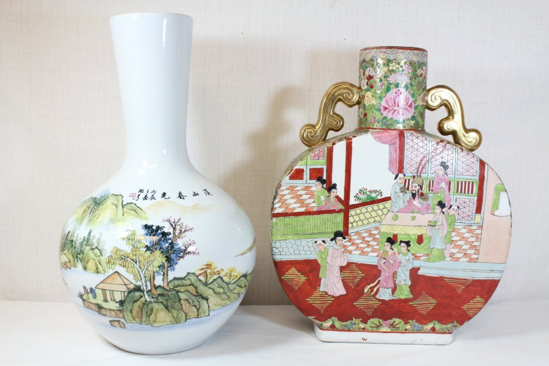 Chinese porcelain vase & a Chinese porcelain flask