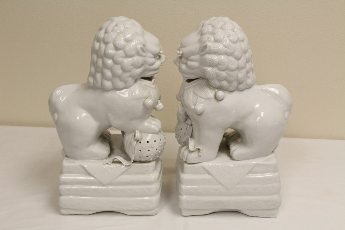 Pair Chinese white porcelain fulion - 3