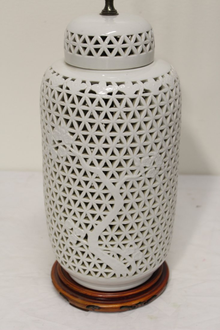 Pr Chinese porcelain covered jar made as lamps - 7