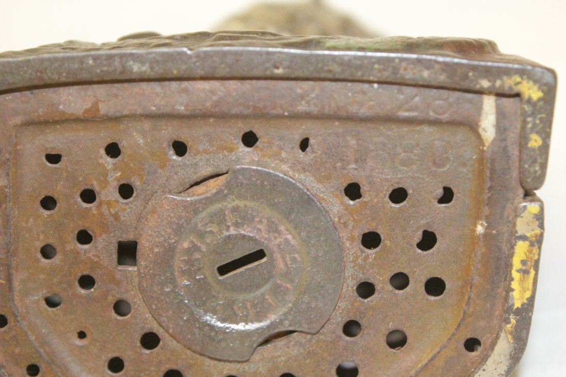 "Vintage cast iron bank ""turning head owl"" - 9"