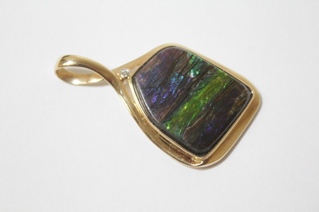 Two 14K Y/G pendant set with synthetic opals - 3