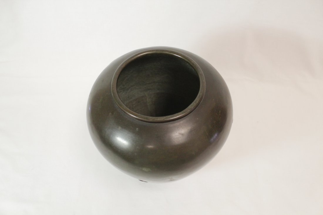 Japanese 18th/19th c. bronze jar, signed by artist - 5