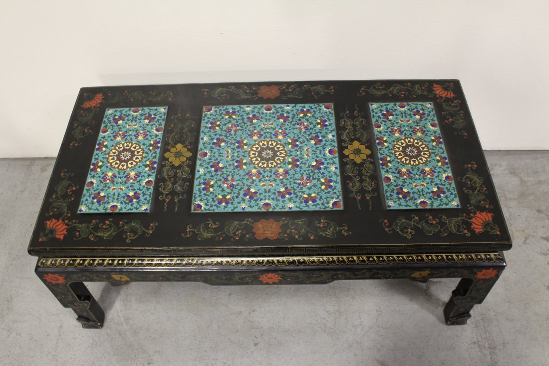 Chinese lacquer low table with 3 cloisonne plaques - 2