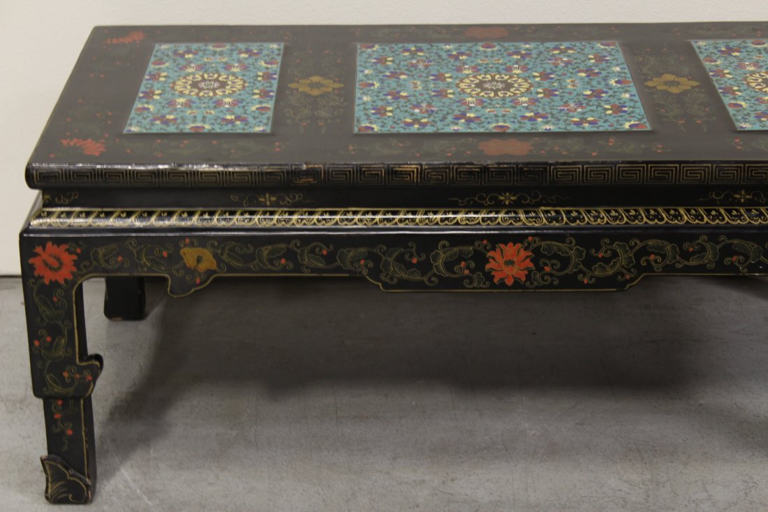 Chinese lacquer low table with 3 cloisonne plaques - 4