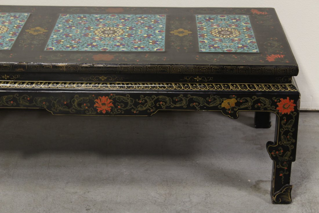 Chinese lacquer low table with 3 cloisonne plaques - 5