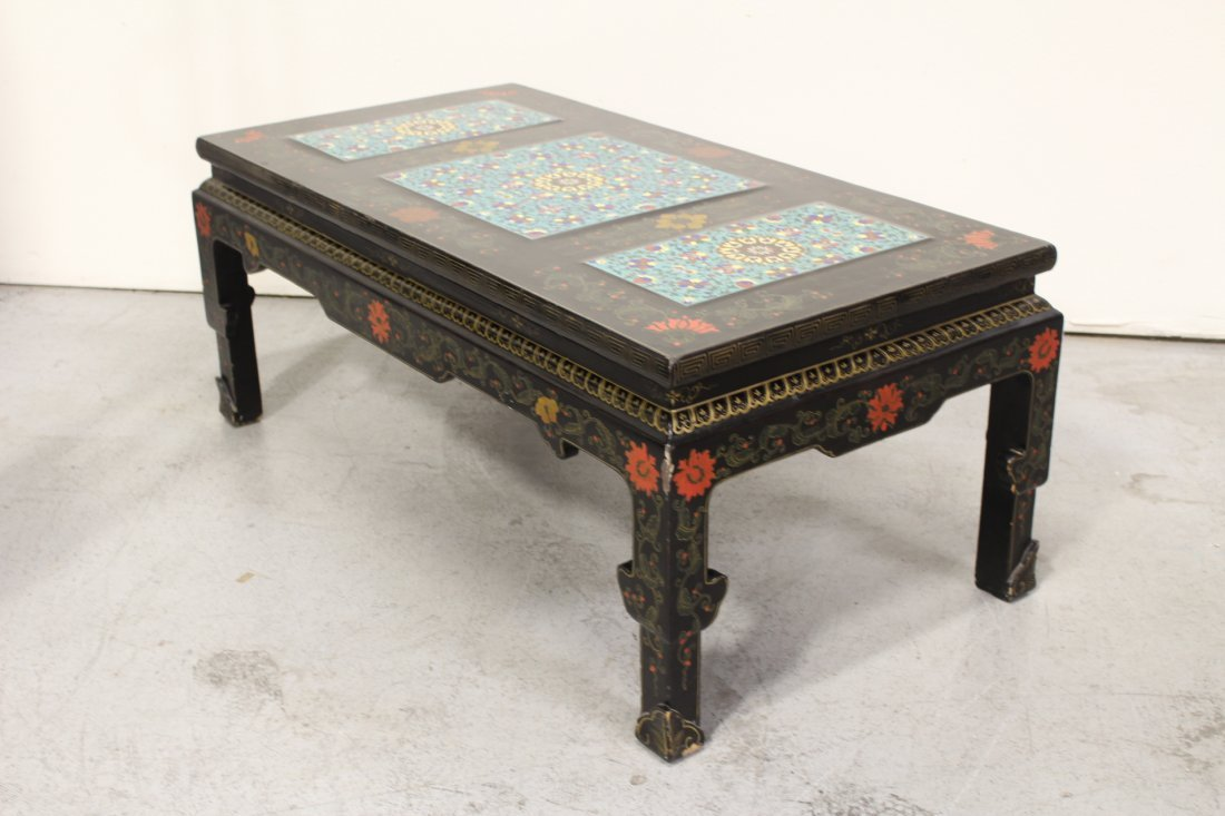 Chinese lacquer low table with 3 cloisonne plaques - 7