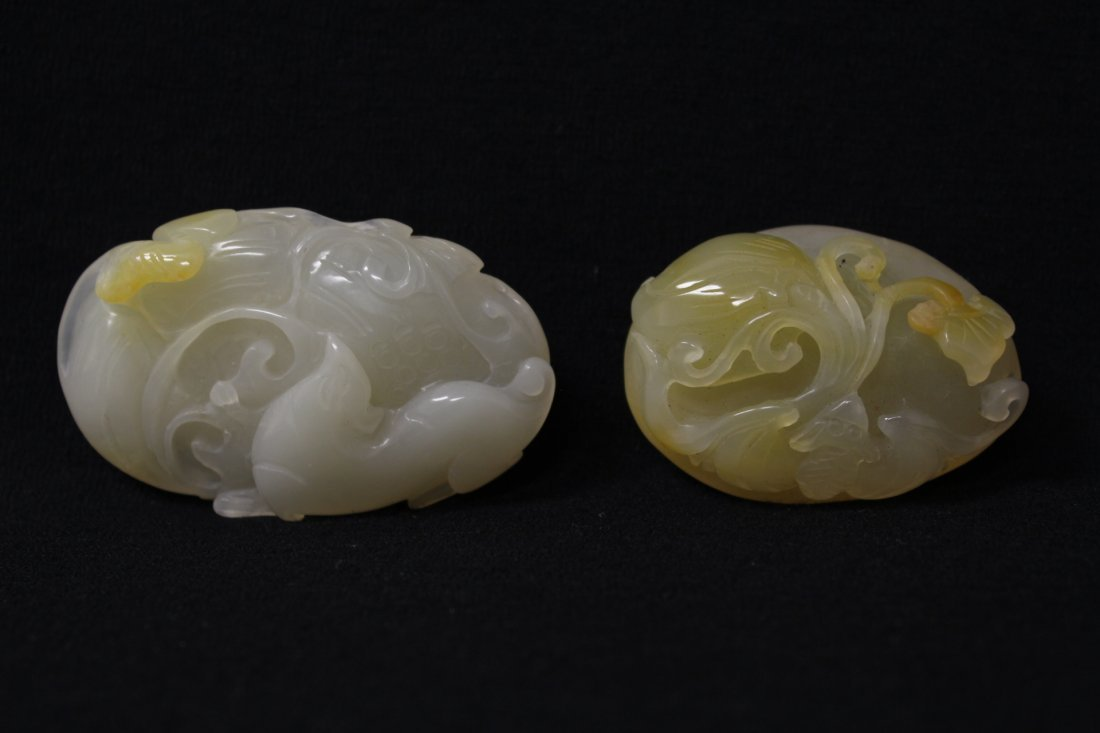 2 Chinese agate carved ornaments