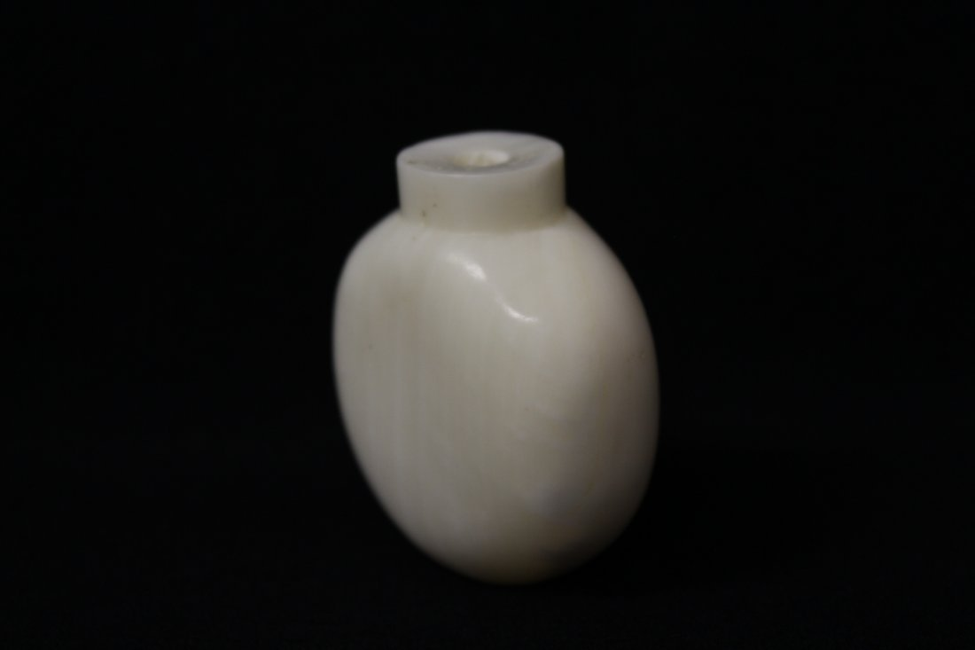 Chinese white agate(?) carved snuff bottle - 2