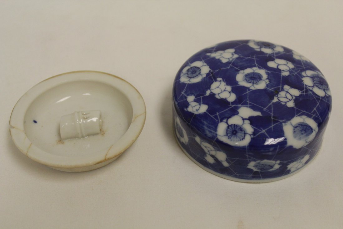 Chinese 19th c. blue & white covered jar - 8