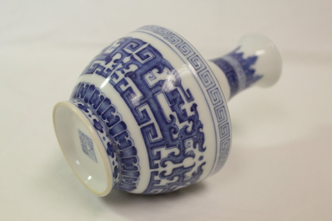 Chinese blue and white porcelain vase - 6