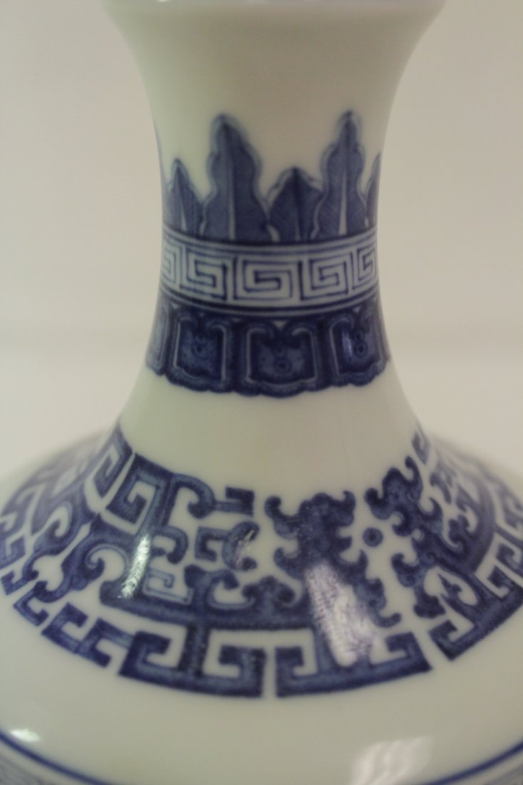 Chinese blue and white porcelain vase - 7