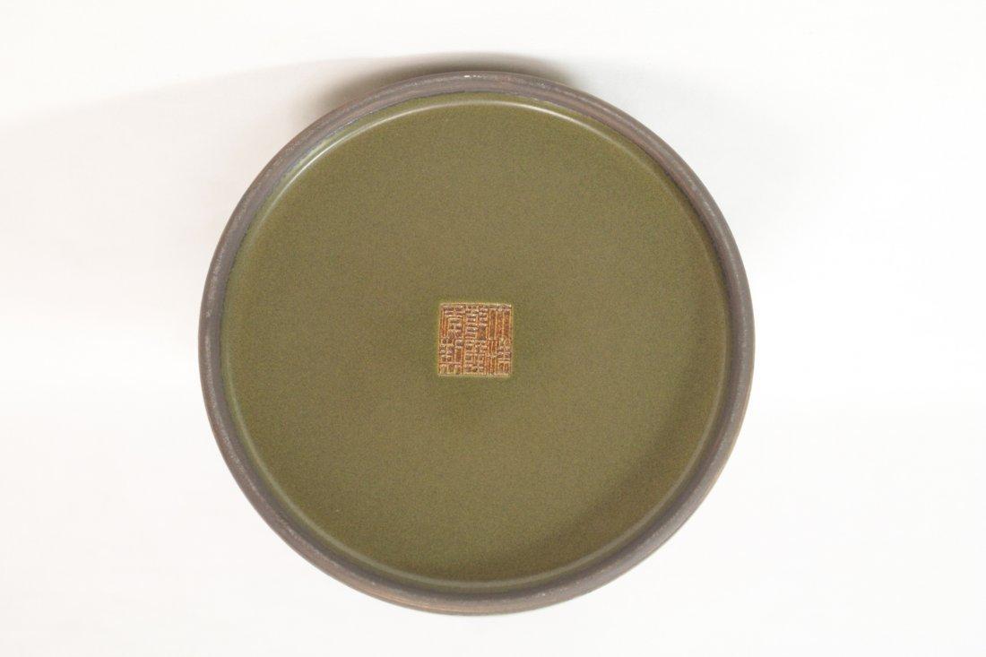 A tea glazed handled porcelain vase - 6