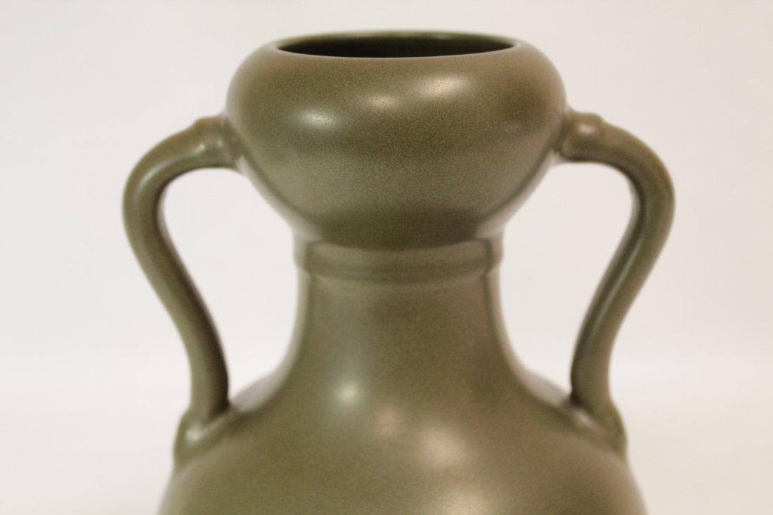 A tea glazed handled porcelain vase - 8