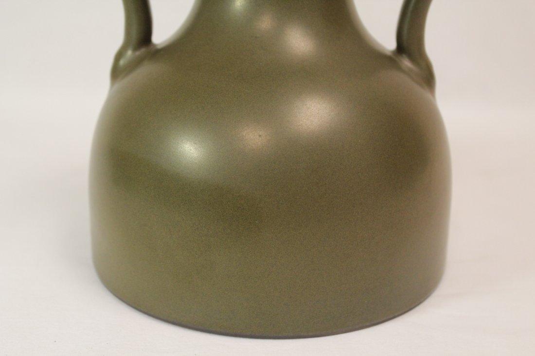 A tea glazed handled porcelain vase - 9