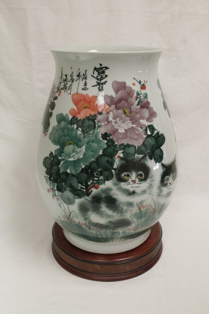Chinese wucai large porcelain jar
