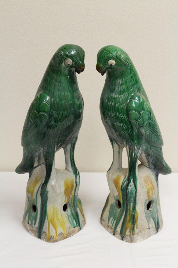 Pair Chinese sancai porcelain parrots - 2