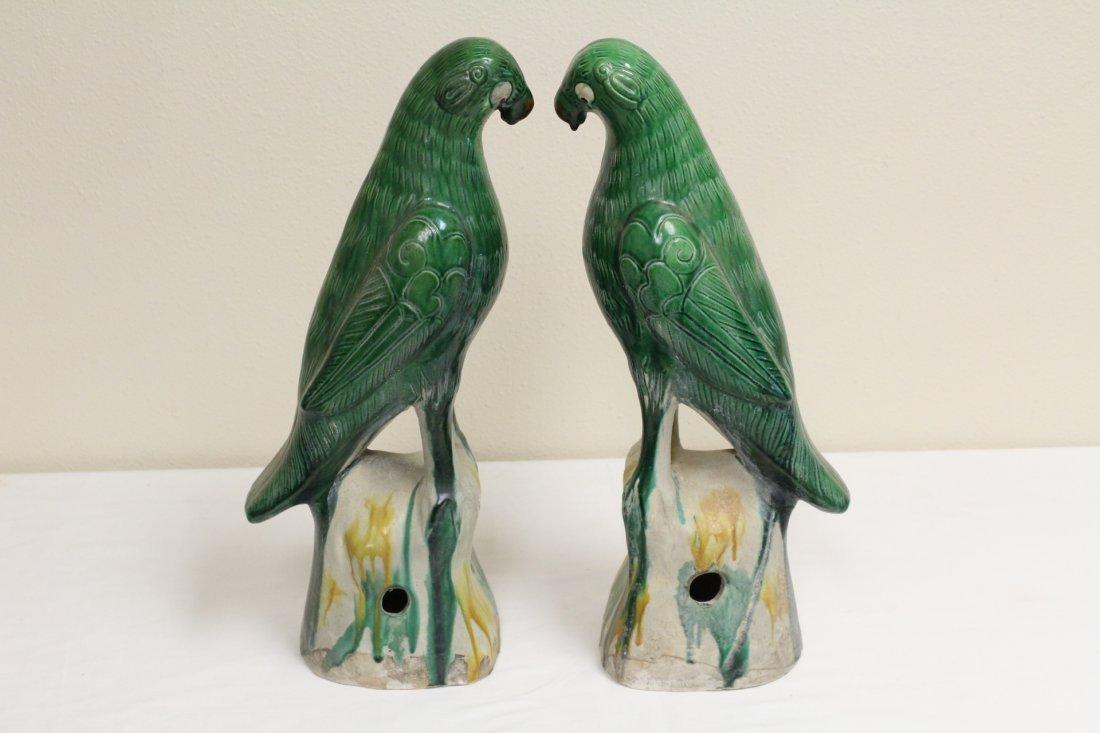 Pair Chinese sancai porcelain parrots - 3