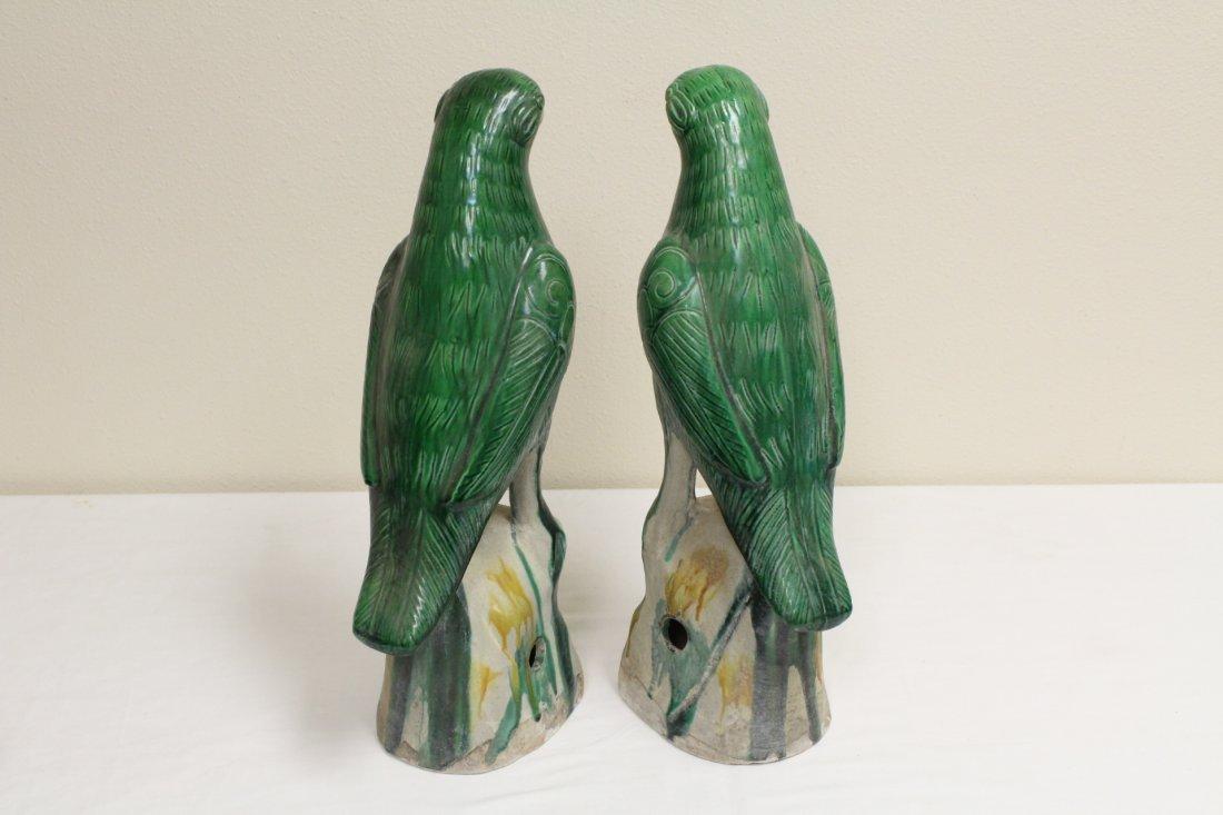 Pair Chinese sancai porcelain parrots - 4