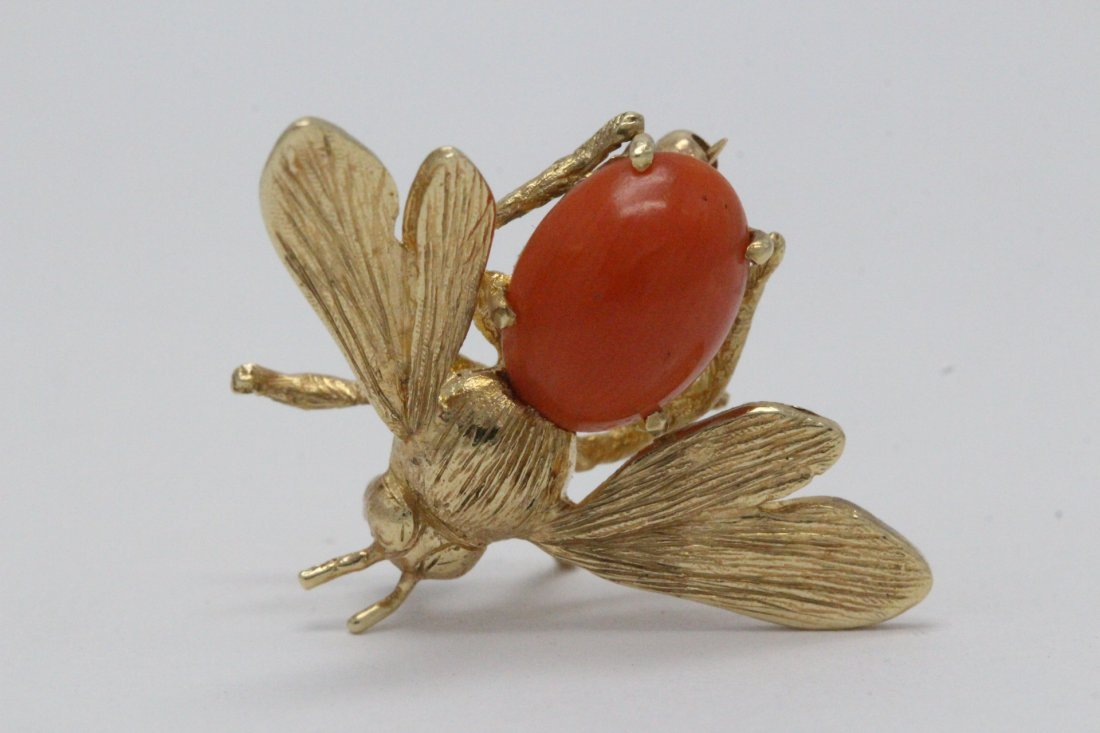 14K Y/G coral brooch in bee motif