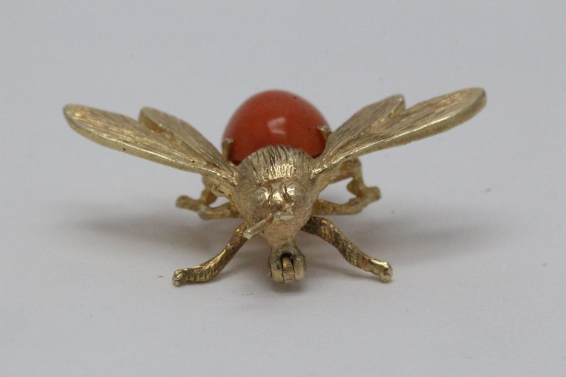 14K Y/G coral brooch in bee motif - 3