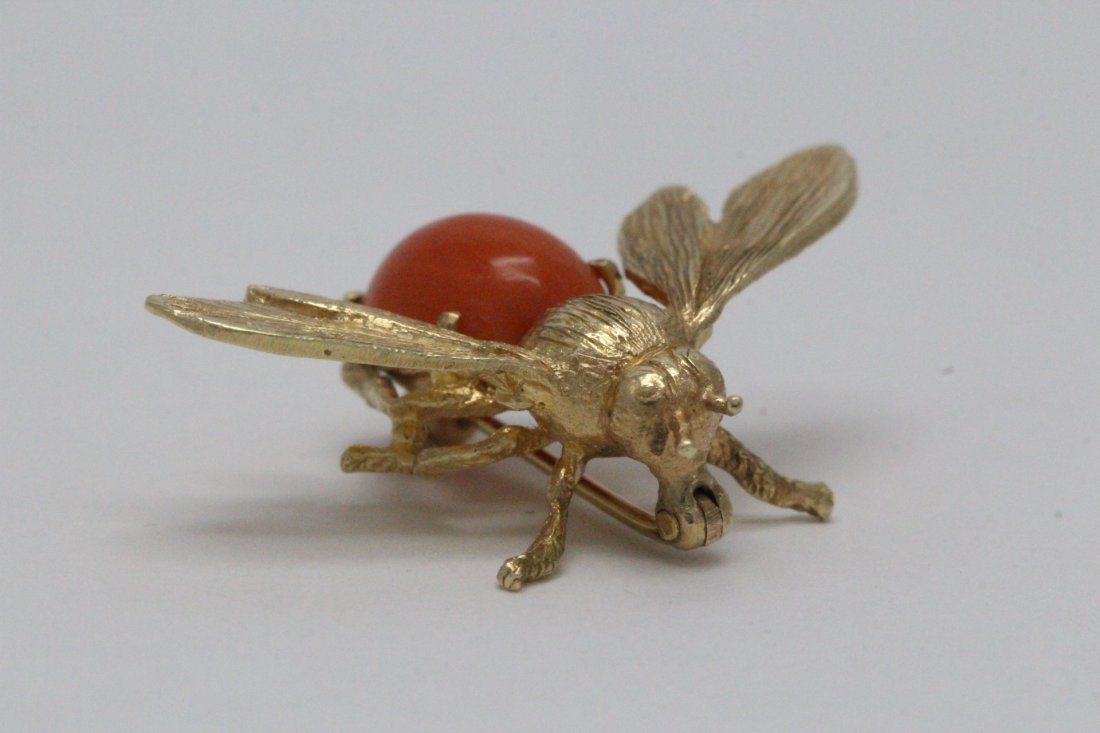 14K Y/G coral brooch in bee motif - 6