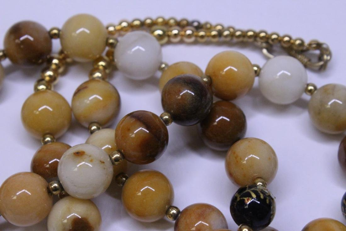 Chinese agate bead necklace w/ lacquer plaque - 10