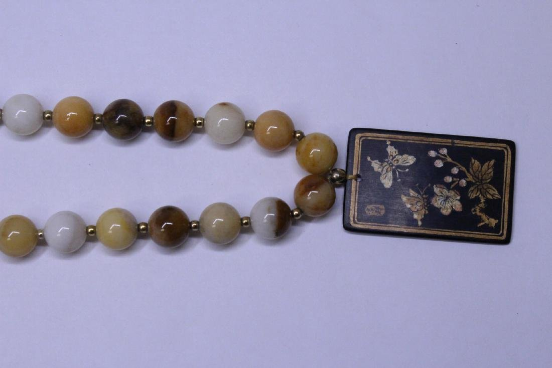 Chinese agate bead necklace w/ lacquer plaque - 3