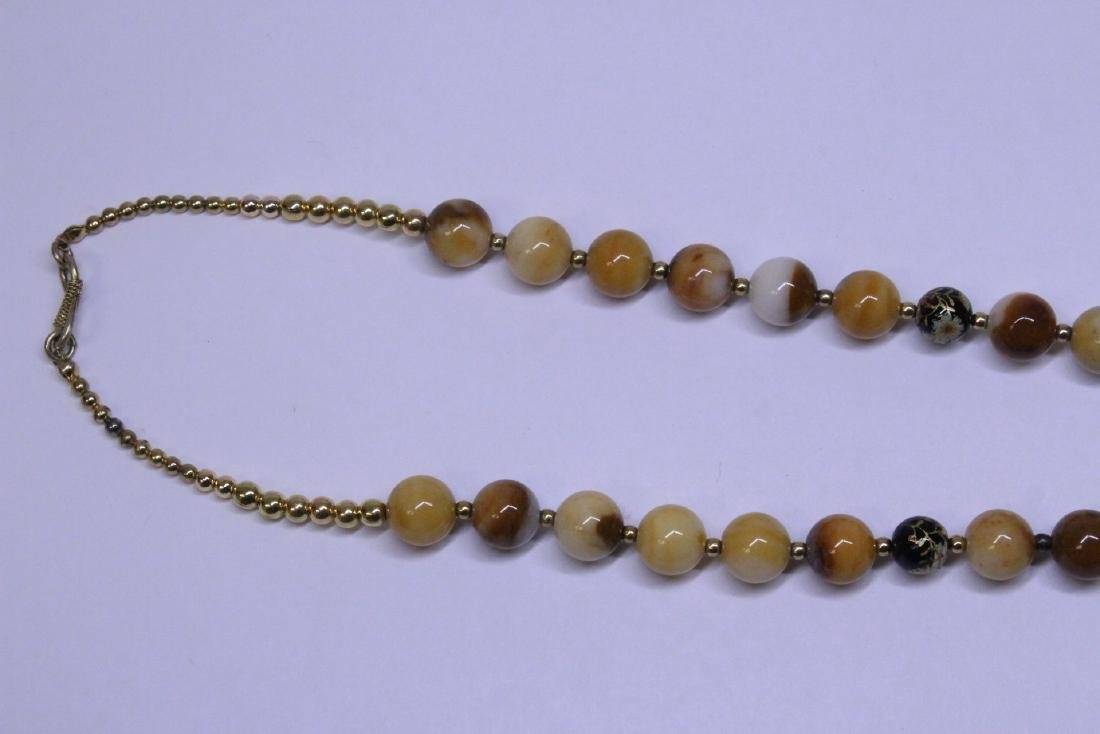Chinese agate bead necklace w/ lacquer plaque - 4