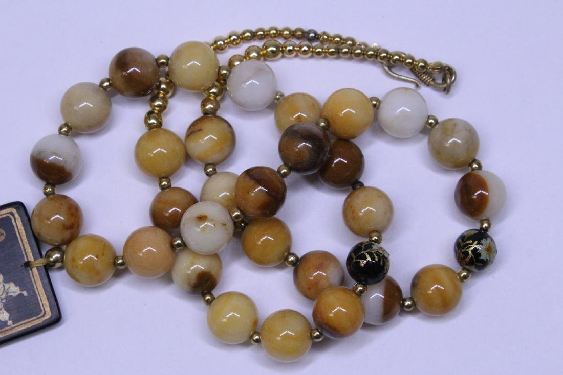 Chinese agate bead necklace w/ lacquer plaque - 9