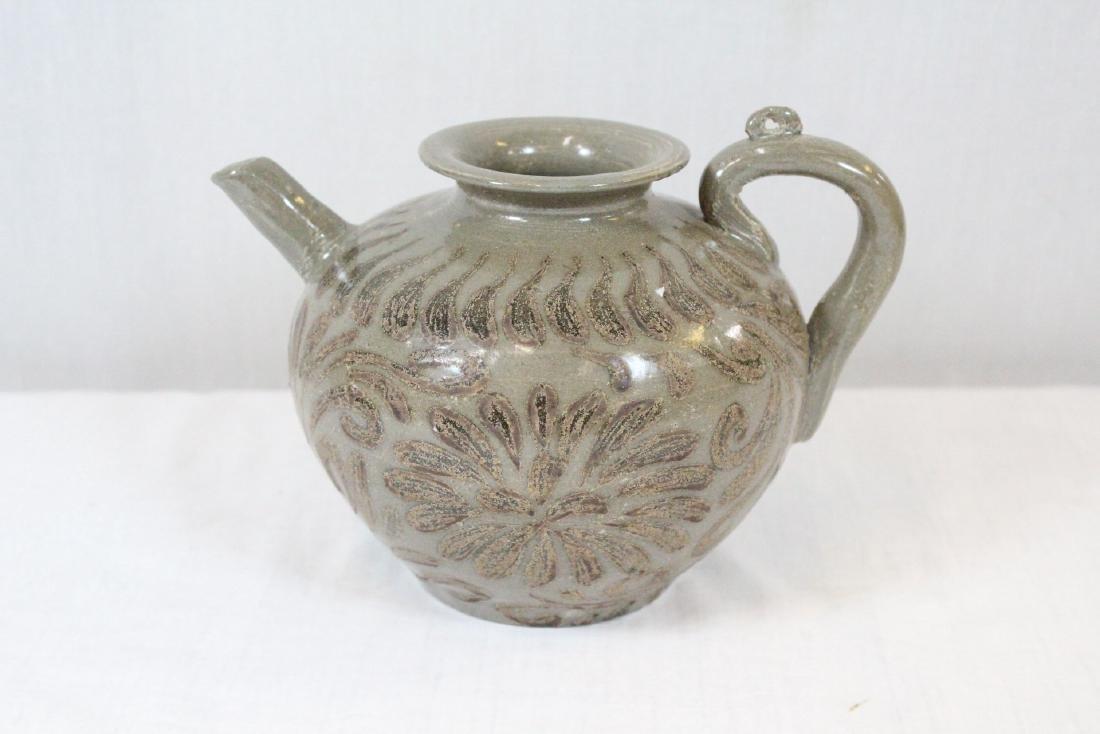 Korean porcelain teapot & Korean bronze mirror - 2