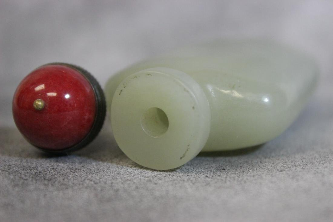 well carved and hollowed Chinese jade snuff bottle - 5