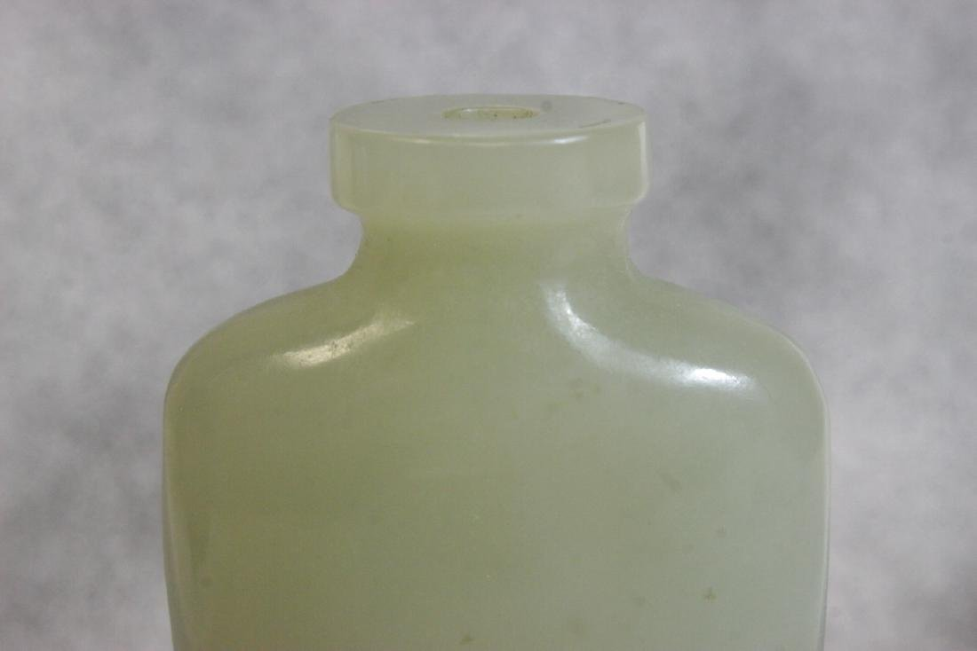 well carved and hollowed Chinese jade snuff bottle - 7