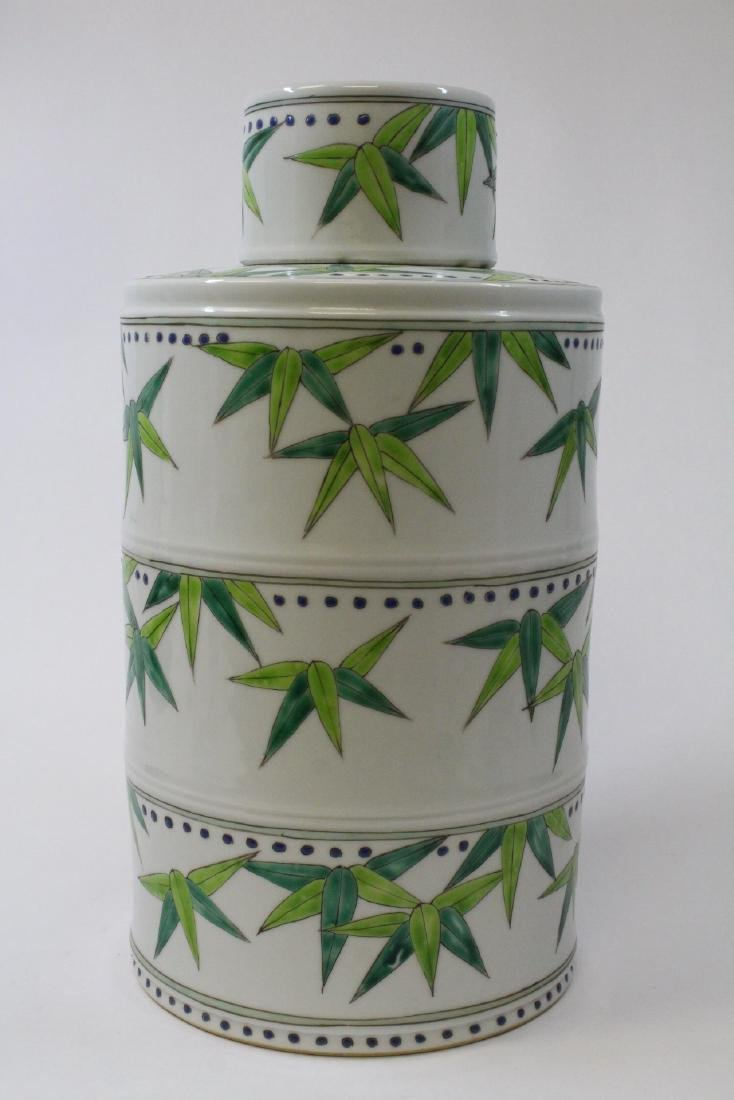 Chinese wucai porcelain candy jar - 3