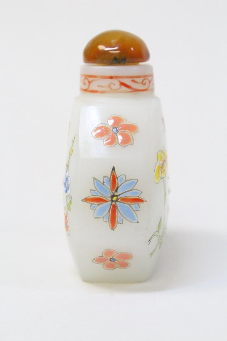 Chinese enamel on milk Peking glass snuff bottle - 2