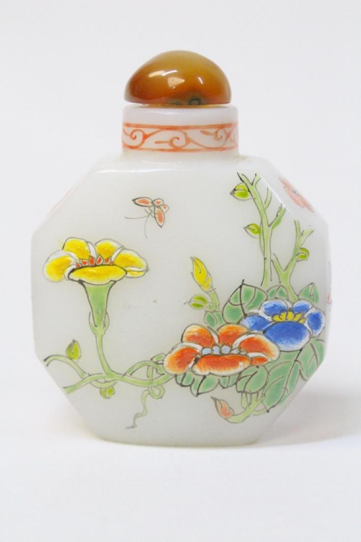 Chinese enamel on milk Peking glass snuff bottle - 3