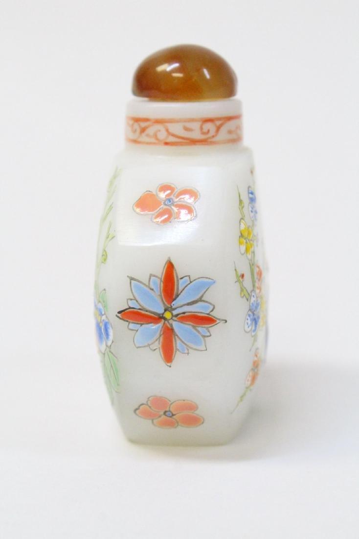 Chinese enamel on milk Peking glass snuff bottle - 4