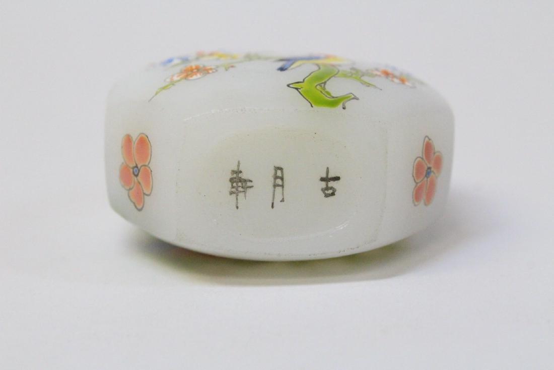 Chinese enamel on milk Peking glass snuff bottle - 5
