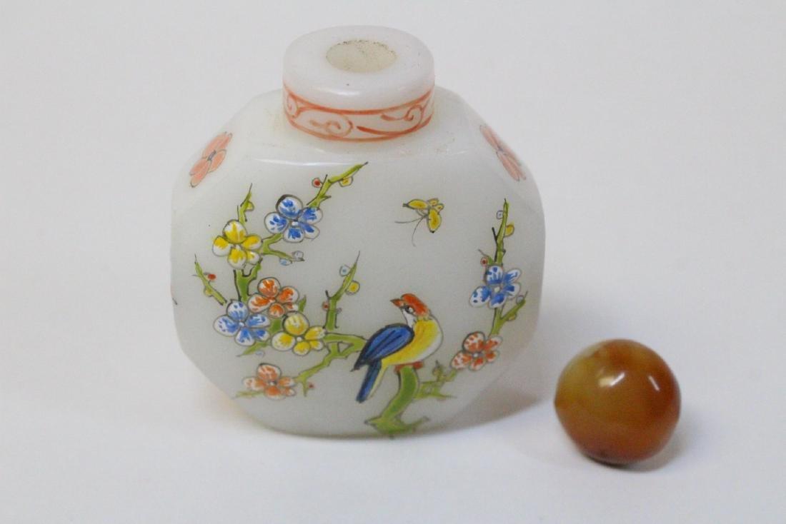Chinese enamel on milk Peking glass snuff bottle - 6