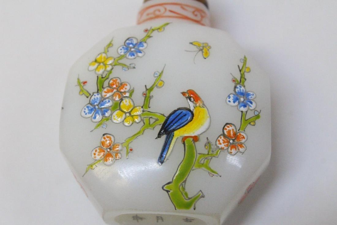 Chinese enamel on milk Peking glass snuff bottle - 7