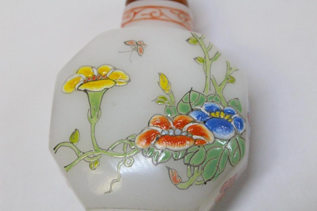 Chinese enamel on milk Peking glass snuff bottle - 8