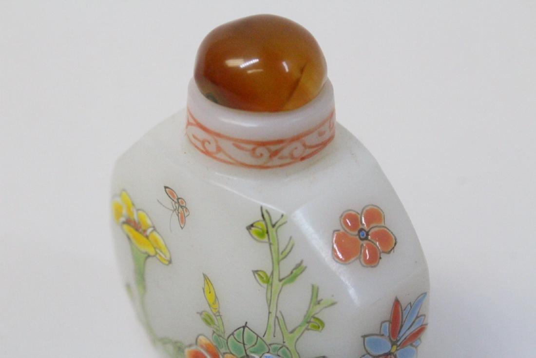 Chinese enamel on milk Peking glass snuff bottle - 9