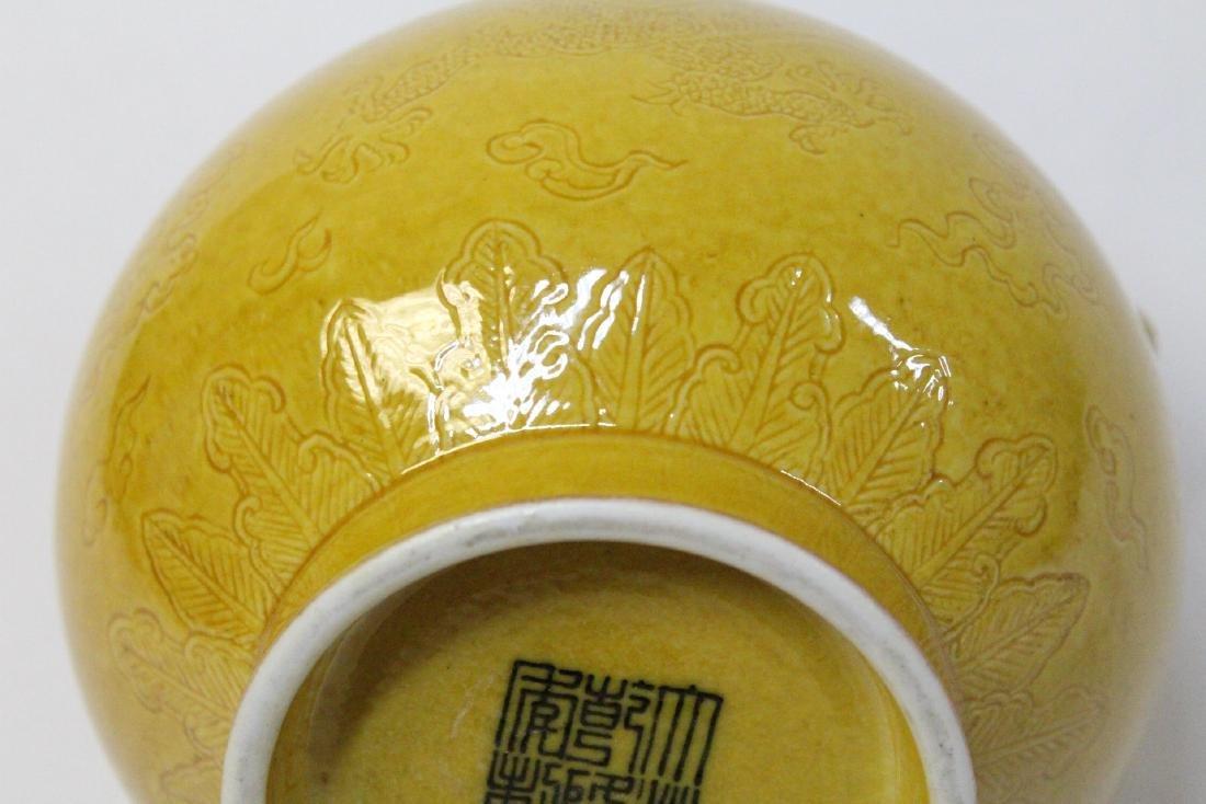 Chinese yellow glazed porcelain jar - 10