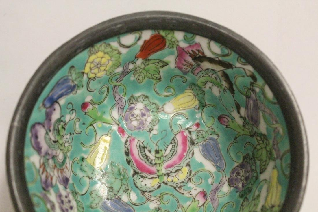 Chinese lacquer plate and a famille rose bowl - 7
