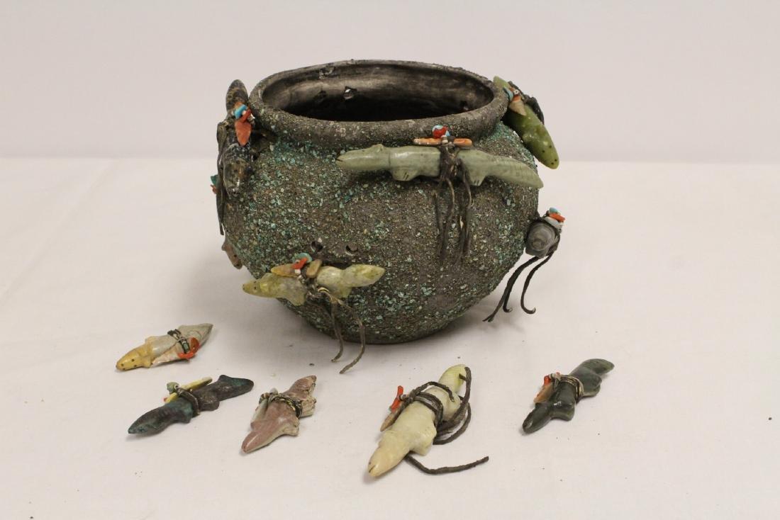 Zuni Fetish pottery bowl w/ 5 extra Fetish pieces