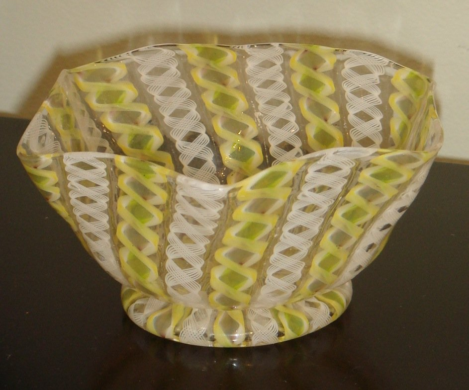 22: A white, yellow and green Murano Filligrana bowl, I